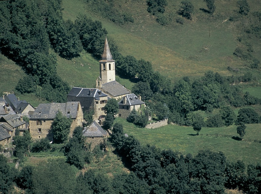 View of Arró and the church of Sant Martí