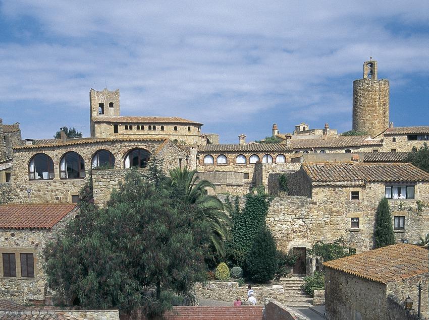 Pedró neighbourhood and Torre de les Hores (Tower of the Hours)  (Servicios Editoriales Georama)