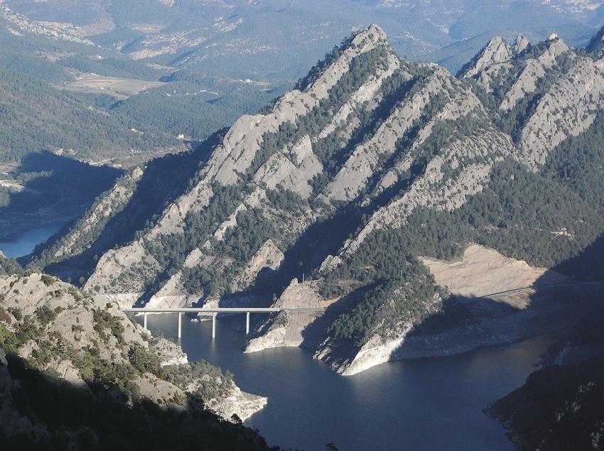 Vall de Lord und der Staussee vonLlosa de Cavall .