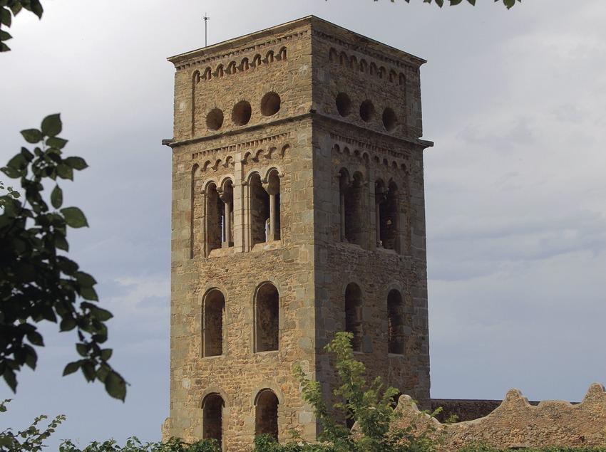 Campanar del monestir de Sant Pere de Rodes al Parc Natural del Cap de Creus