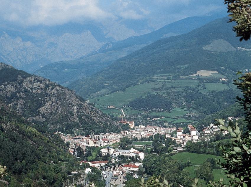Vall de Ribes y el núcleo de la localidad  (Servicios Editoriales Georama)
