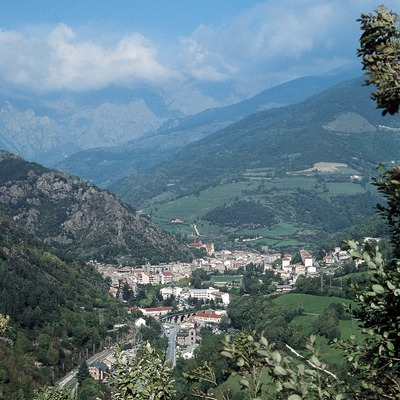 Vall de Ribes i el nucli de la localitat  (Servicios Editoriales Georama)