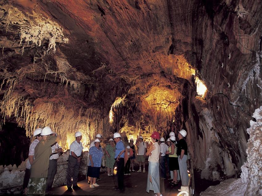 Visiteurs à l'intérieur de la mine de sel.  (Turismo Verde S.L.)