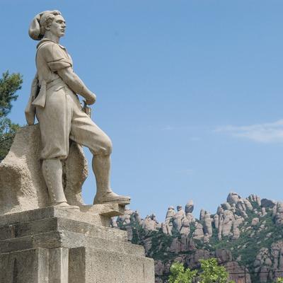 Monument au Timbaler du Bruc avec, au fond, le massif de Montserrat  (Servicios Editoriales Georama)