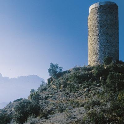 La torre de guaita de la Torrota i el massís de Montserrat al fons  (Servicios Editoriales Georama)