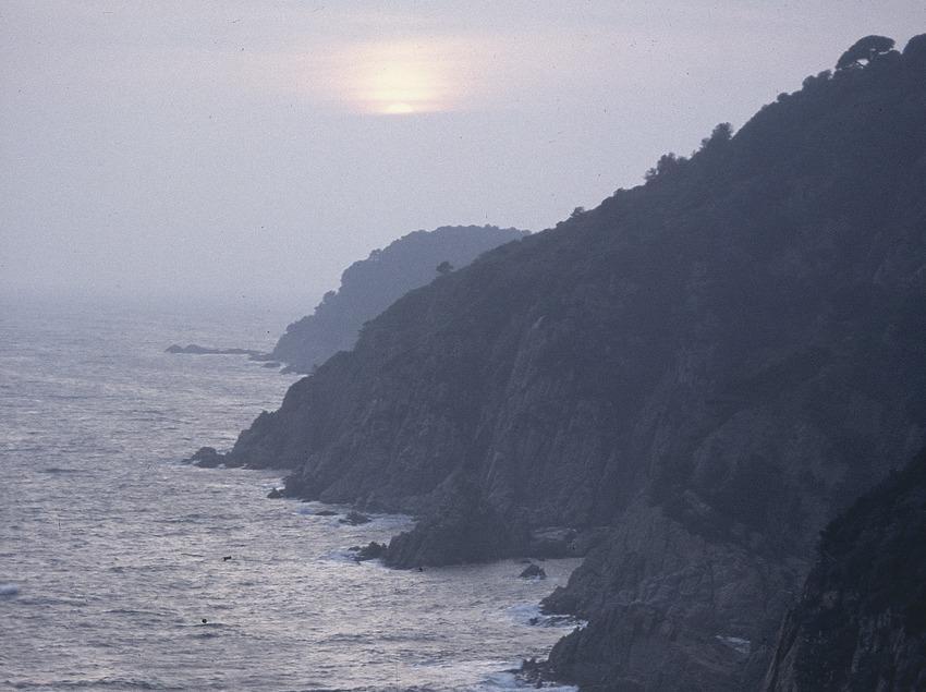 Penya-segats de la Costa Brava al capvespre.  (Servicios Editoriales Georama)