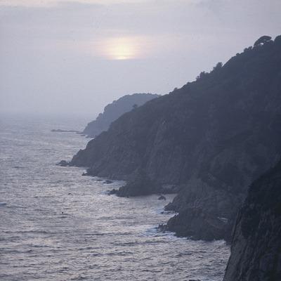 Falaises de la Costa Brava à la tombée de la nuit  (Servicios Editoriales Georama)