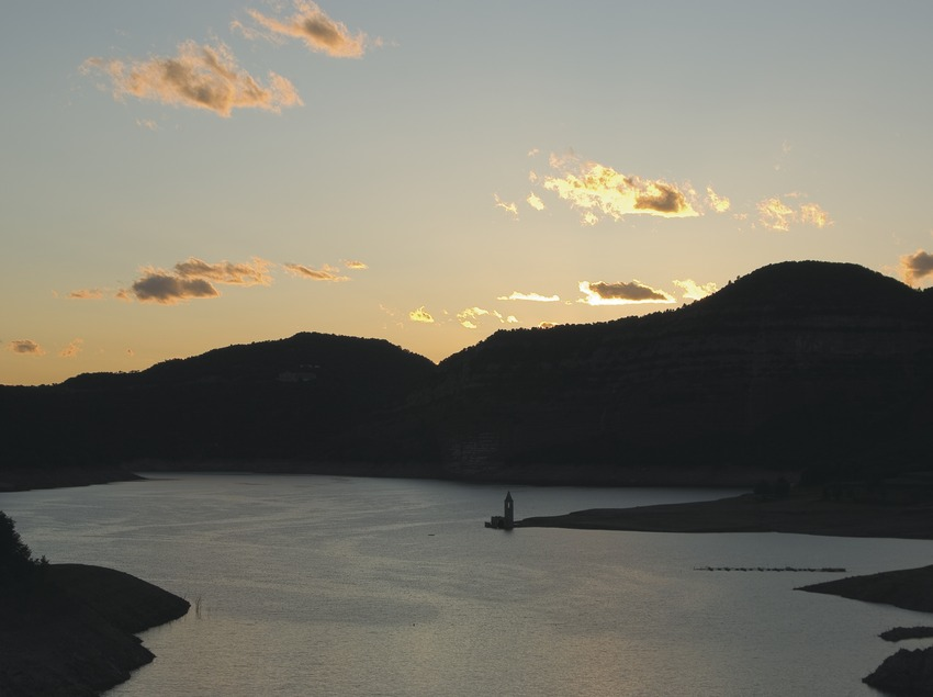 Sau Reservoir at dusk  (Servicios Editoriales Georama)