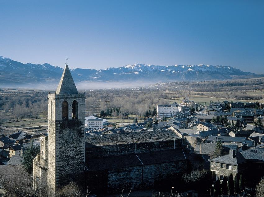 Nucli urbà i l'església de Nostra Senyora del Àngels  (Servicios Editoriales Georama)