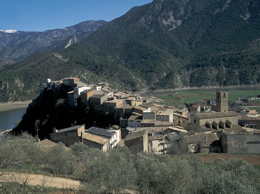 Centre històric i el riu Segre prop del pantà d'Oliana  (Servicios Editoriales Georama)