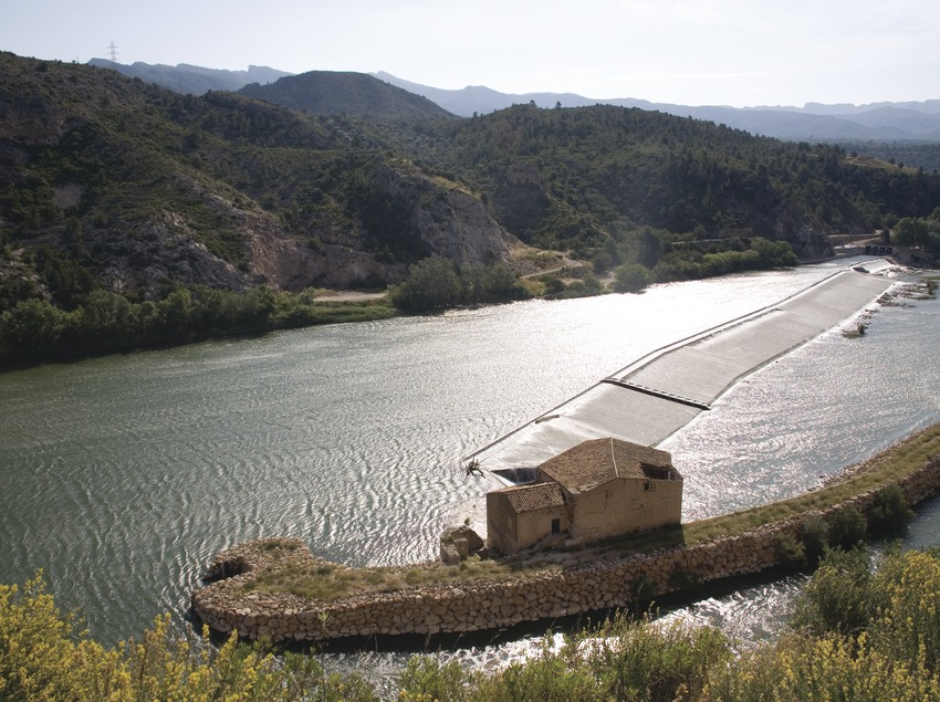 Dam and mill on the river Ebro  (Miguel Raurich)