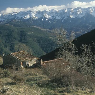La serra del Cadí des de les vessants pirenaiques de l'Alt Urgell