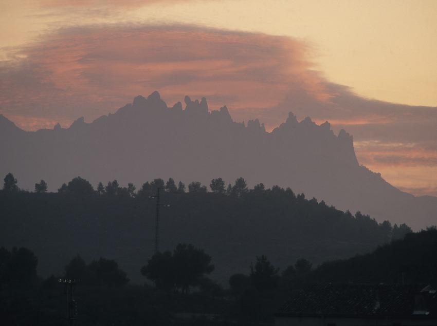 Umriss des Gebirgsmassivs von Montserrat.  (Turismo Verde S.L.)