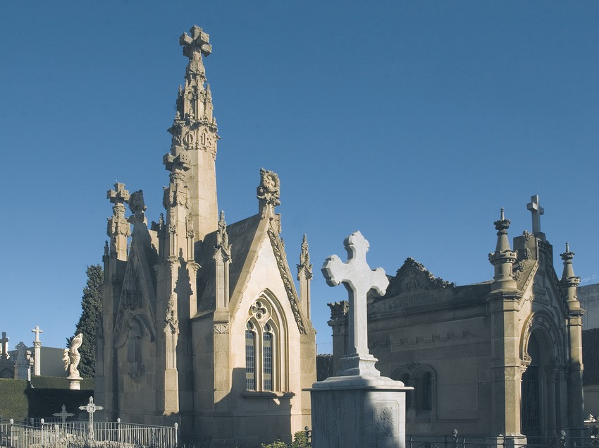 Modernist cemetery.  (Turismo Verde S.L.)