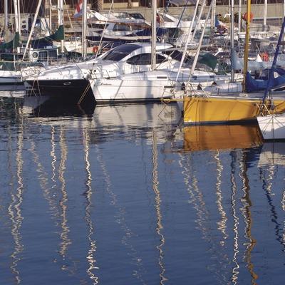 Embarcaciones atracadas en el Puerto del Fòrum