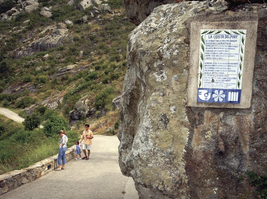 Camino de acceso al monasterio de Sant Pere de Rodes en el Parque Natural del Cap de Creus